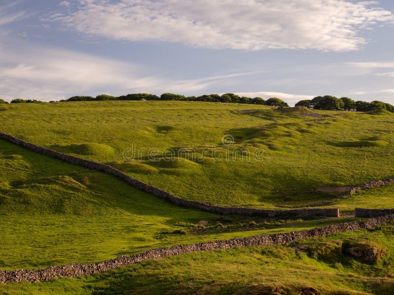 Górkowaty krajobraz w szczytowym okręgu wielki Britain z kamieniem obrazy stock