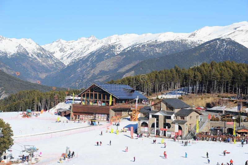 Górna narty stacja gondoli dźwignięcie od losu angeles Massana, Vallnord kumpel narciarski sektor i El Planell narciarski skłon,  obrazy royalty free