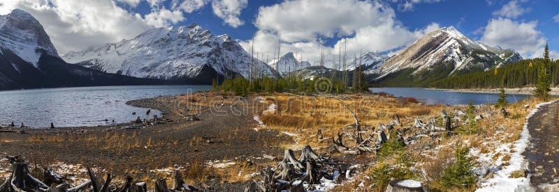 Górne Kanananskis Jeziorne Panoramiczne Krajobrazowe Skaliste góry Kanada fotografia royalty free