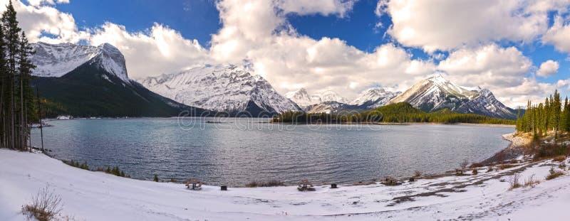 Górne Kanananskis Jeziorne Panoramiczne Krajobrazowe Skaliste góry Kanada fotografia stock
