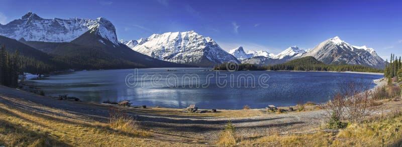 Górne Kanananskis Jeziorne Skaliste góry Kanada fotografia stock