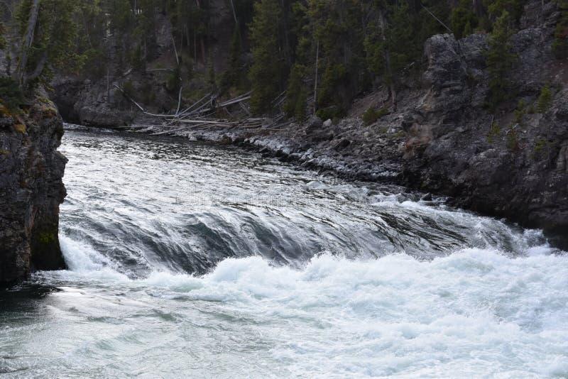 Górni spadki Uroczysty jar Yellowstone park narodowy fotografia stock