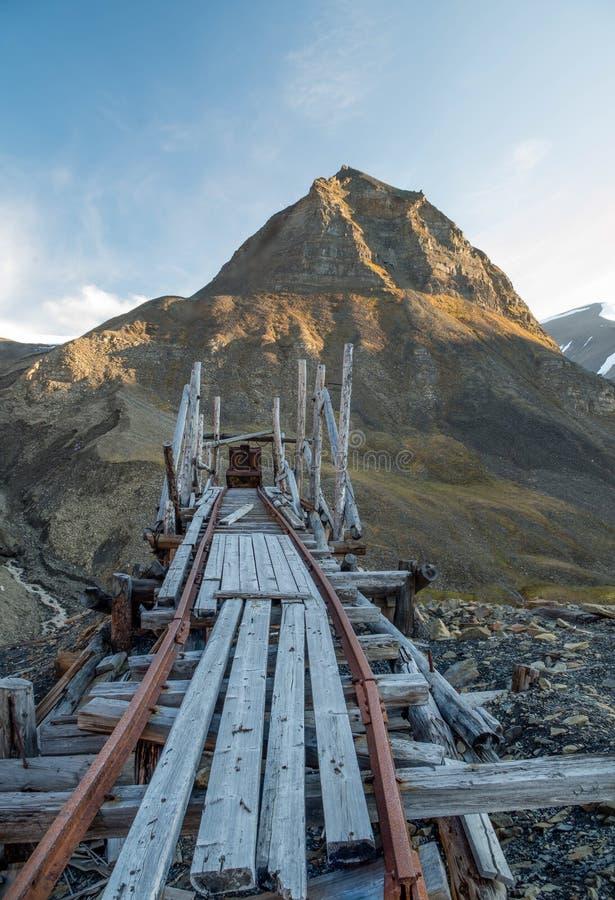 Górnicza relikwia w Longyearbyen Svalbard fotografia royalty free