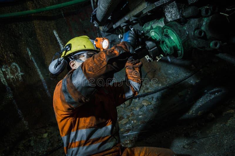 Górnika naprawiania maszyna zdjęcia royalty free
