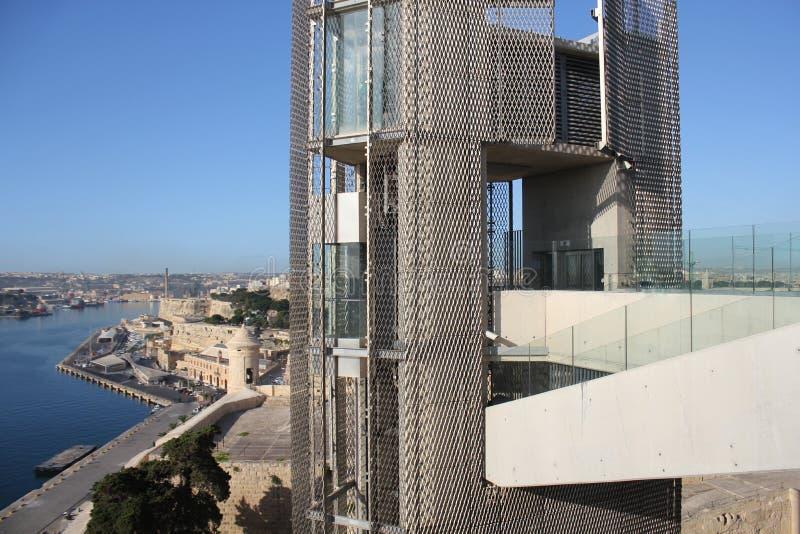 Górny dźwignięcie Barrakka od Uroczystego schronienia Górni Barrakka ogródy w Valletta, Malta fotografia stock