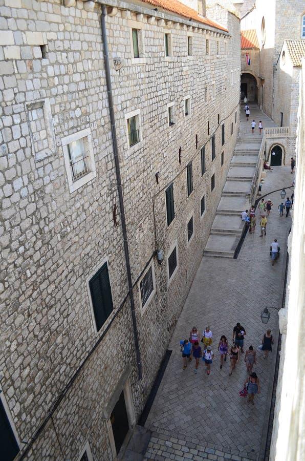 Górny widok mała ulica n stary miasteczko Dubrovnik, Chorwacja fotografia stock