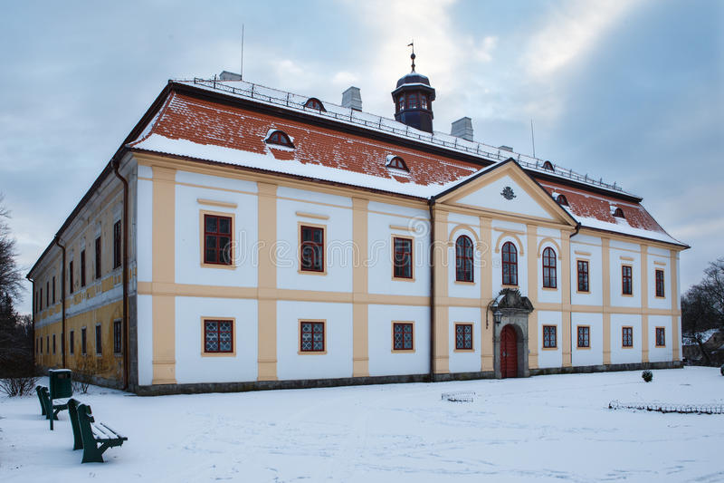 Górska chata Chotebor w zimie, republika czech fotografia stock