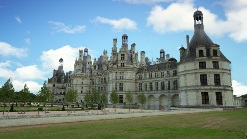 Górska chata De Chambord pod niebieskim niebem obraz royalty free
