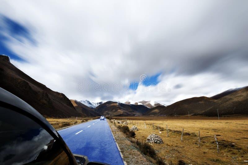 Górska droga Daocheng samochodowy jeżdżenie obraz stock