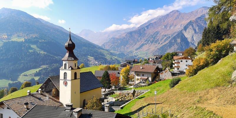 Górska wioska Stulles lokalizował w Stubai Alps Prowincja Bolzano, Południowy Tyrol, Włochy fotografia stock