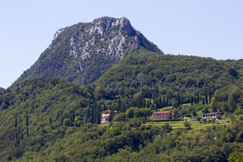 Górska wioska w Lago Di Garda obraz stock