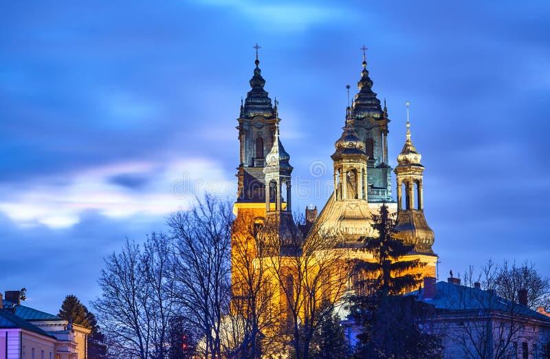 Góruje średniowieczna Gocka katedra zdjęcia stock