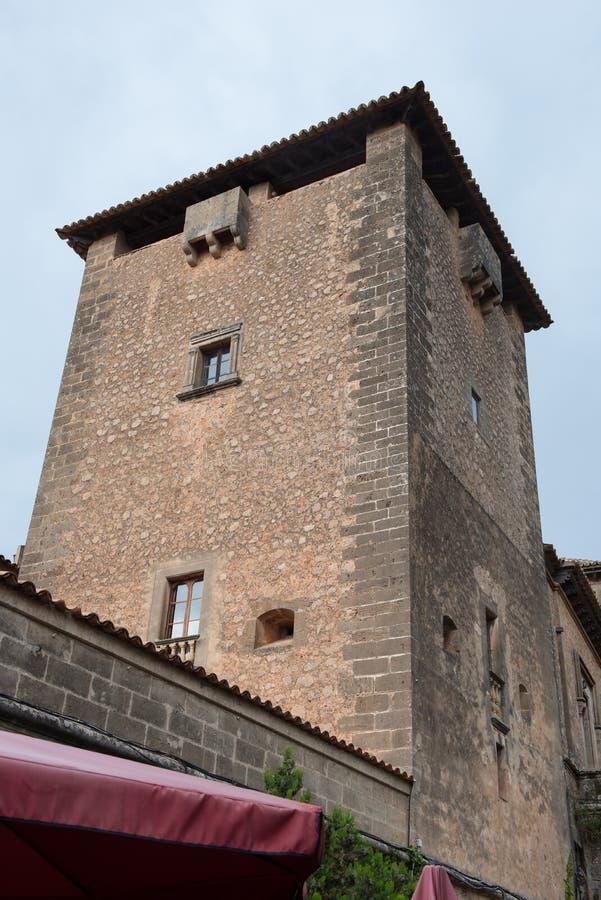 Góruje w miasteczku valdemossa, - Mallorca, Hiszpania fotografia royalty free