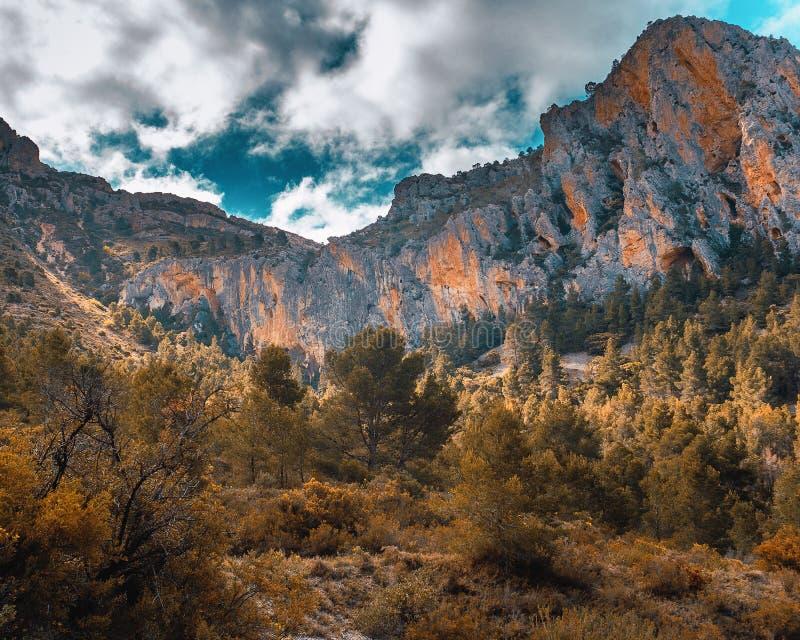 Góry ściana w którym bawi się pięcie zdjęcia royalty free