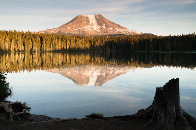 Góry Adams Takhlakh jeziora odbicia Waszyngton Gładka kaskada M obraz royalty free