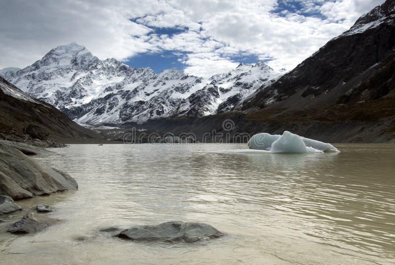 Góry Cook formy Dziwka jezioro, park narodowy, Nowa Zelandia obrazy royalty free
