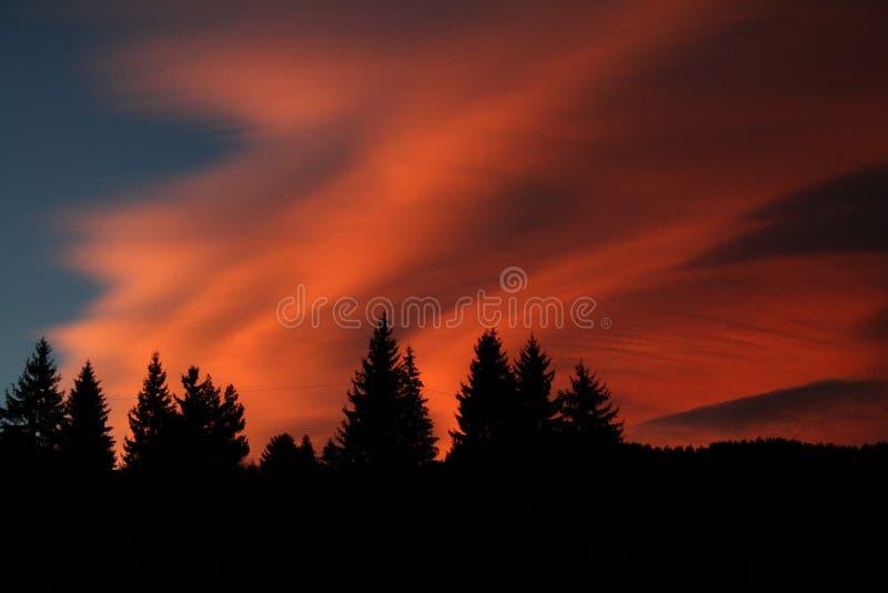 góry czerwone niebo zdjęcie stock