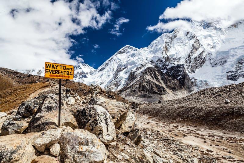 Góry Everest kierunkowskaz zdjęcie stock