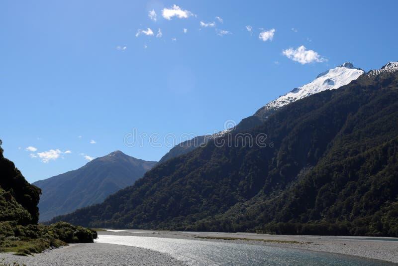 Góry, Haast rzeka, Południowa wyspa, Nowa Zelandia zdjęcie stock
