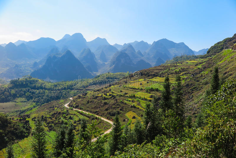 Góry i krajobraz brzęczenia Giang prowincja, północ Wietnam zdjęcia royalty free
