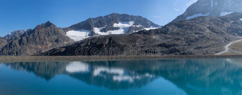 Góry i szczytu krajobraz Stubaier Gletscher zakrywający z lodowami i śniegiem, naturalny środowisko obraz royalty free