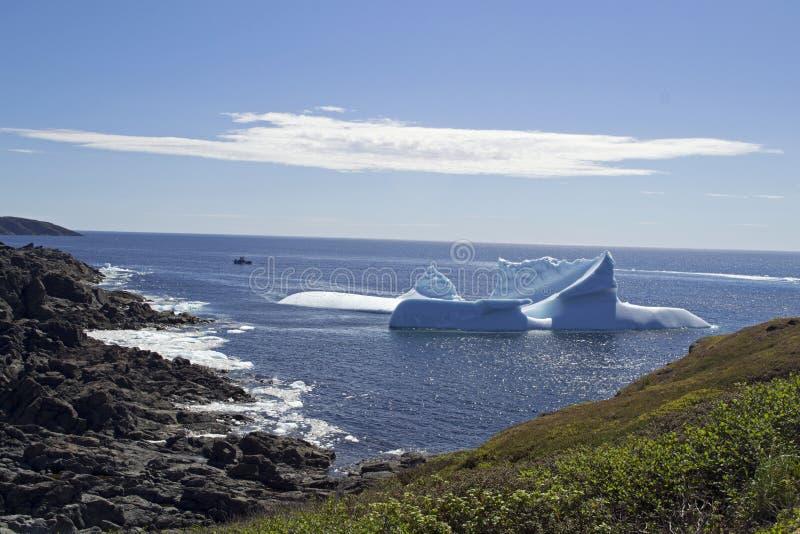 Góry lodowa alei połowu punktu St Anthony NL zdjęcie royalty free