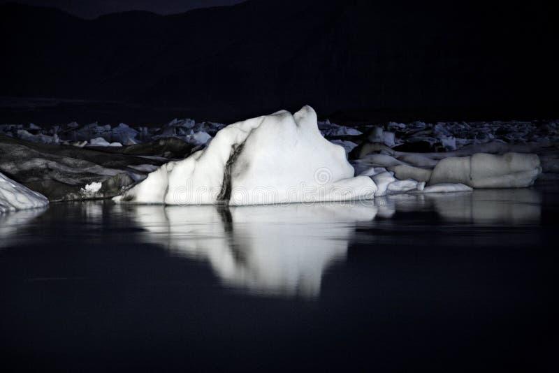 góry lodowe noc obraz stock