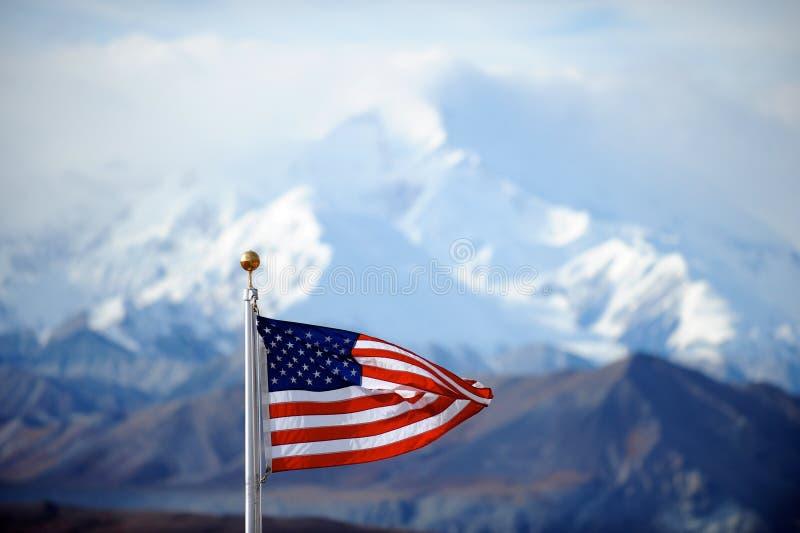 Góry McKinley szczyt i USA zaznaczamy, Alaska, USA obrazy royalty free