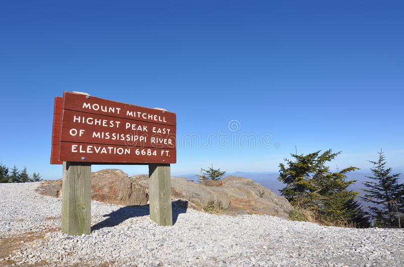 Góry Mitchell znak przy wysokim szczytem w Wschodniej USA zdjęcia stock