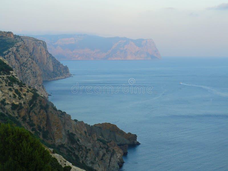 Góry, morze i niebo w lecie, zdjęcia royalty free