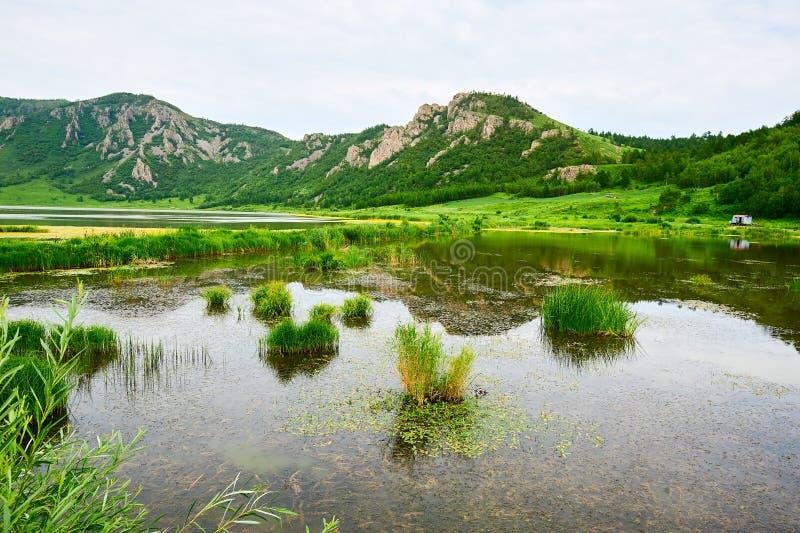 Góry nadjeziorne zdjęcie royalty free