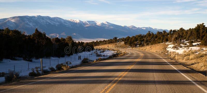 Góry Nevada autostrady Krajobrazowa Otaczająca Wielka Basenowa trasa zdjęcia stock