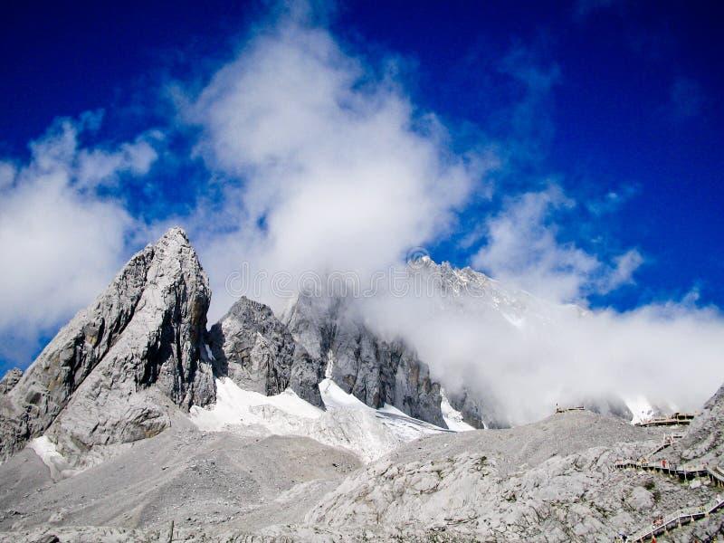 góry niebieskiego nieba stone. fotografia royalty free