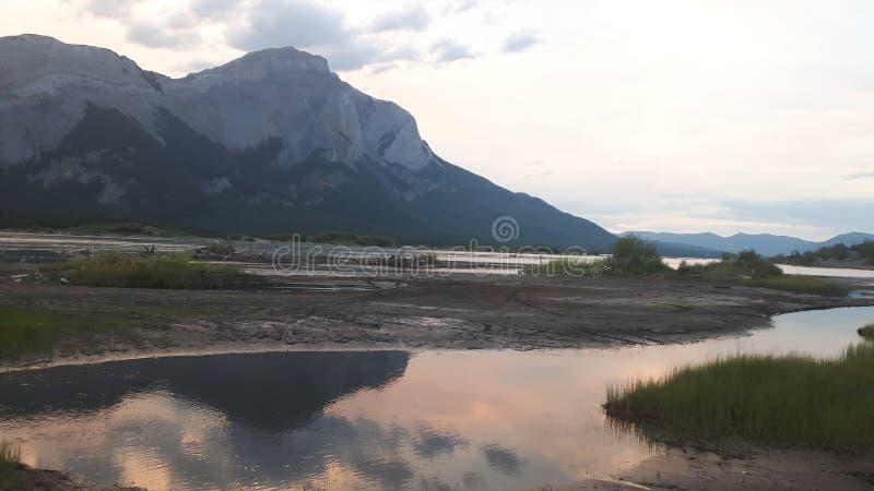 Góry przy zmierzchami zdjęcia stock