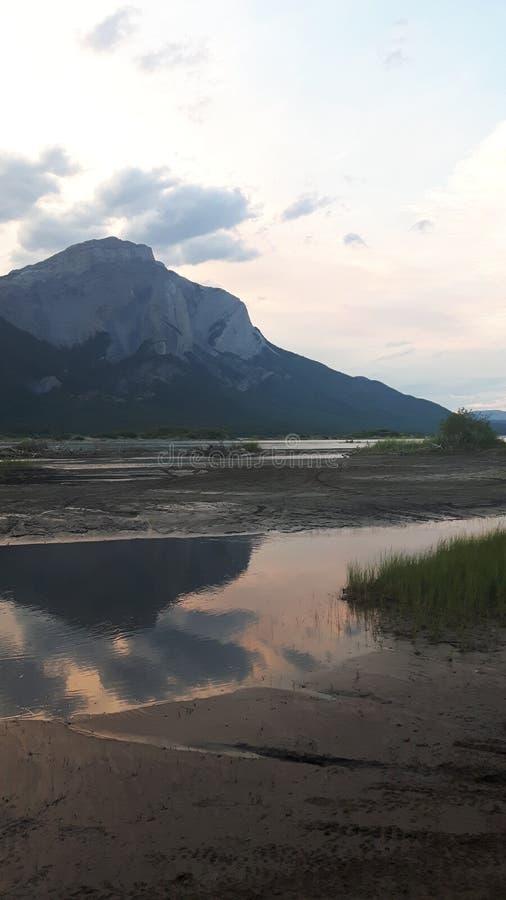 Góry przy zmierzchami zdjęcie stock