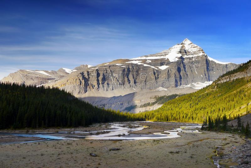 Góry Robson prowincjonału park, Kanadyjskie Skaliste góry zdjęcia stock