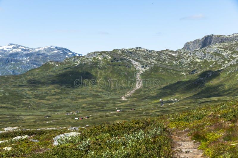 Góry w Norway z blus nieba tłem zdjęcie stock