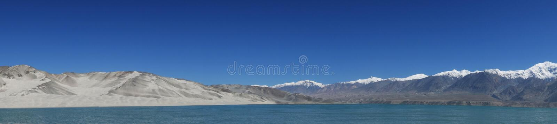 Góry z jeziorem zdjęcia stock