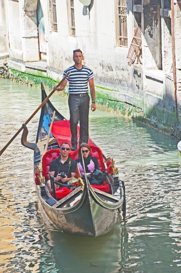 Gôndola no canal de Veneza. fotografia de stock royalty free