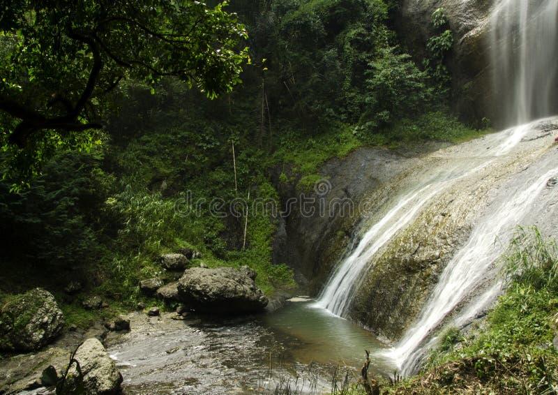 Gömd vattenfall arkivfoto