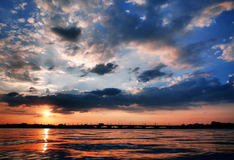Gömda Dragon Island Sunset arkivbilder