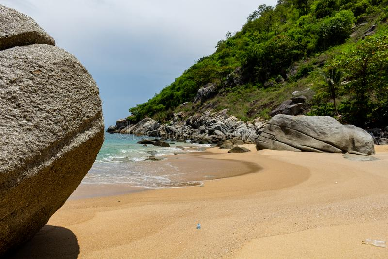 Gömda Noi Beach Phuket Thailand arkivfoton