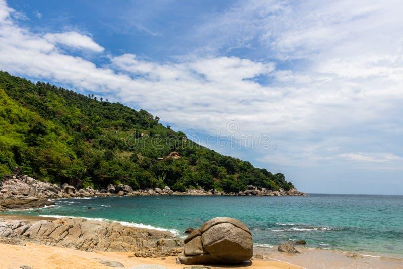 Gömda Noi Beach Phuket Thailand royaltyfri bild