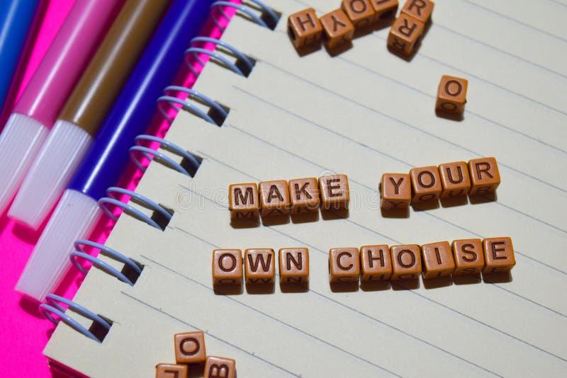Gör ditt eget primaa meddelande skriftligt på träkvarter Motivationbegrepp Kors bearbetad bild royaltyfria bilder