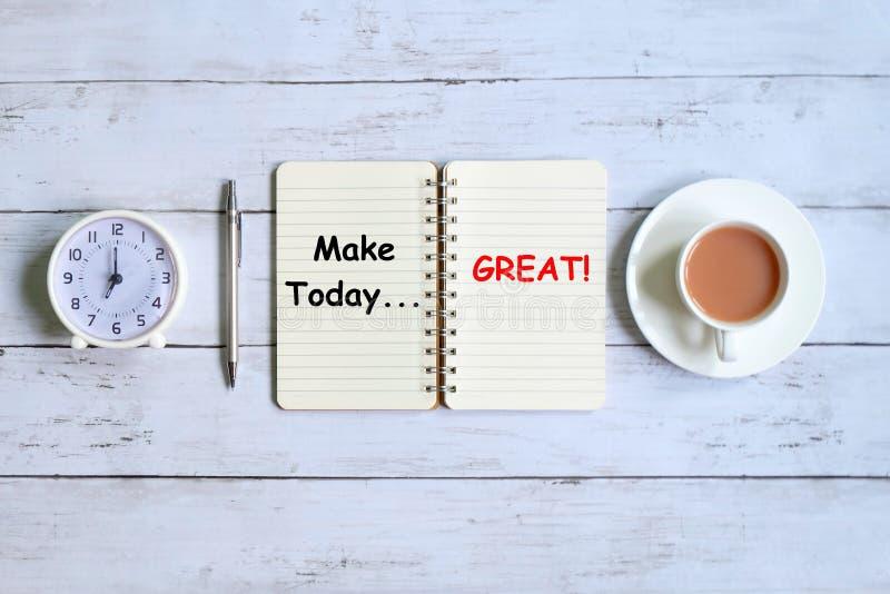 Gör i dag utmärkt skriftligt på anteckningsboken arkivfoton