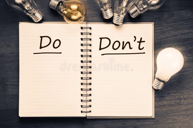 Gör och gör inte arkivfoto