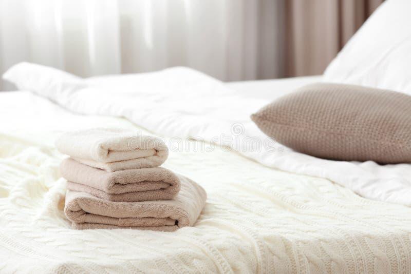 gör ren den torra dubbade handdukar för potpourri bunten royaltyfri bild