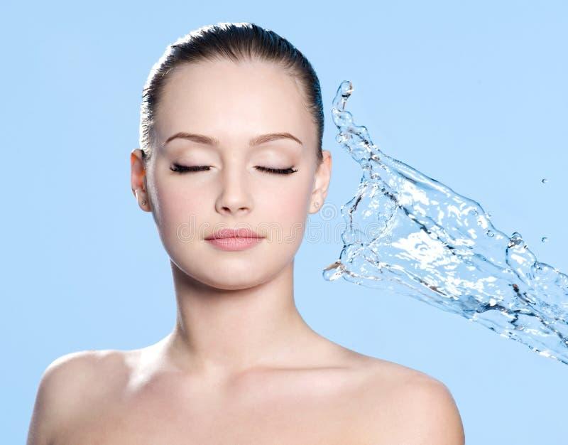 gör ren framsidaströmvatten royaltyfri foto