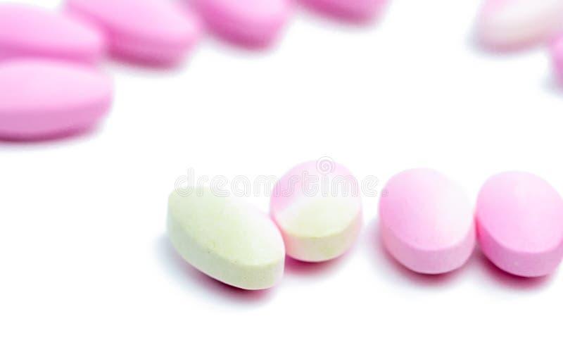 Gör suddig förföll kalciumminnestavlapreventivpillerar med färgändring royaltyfri foto