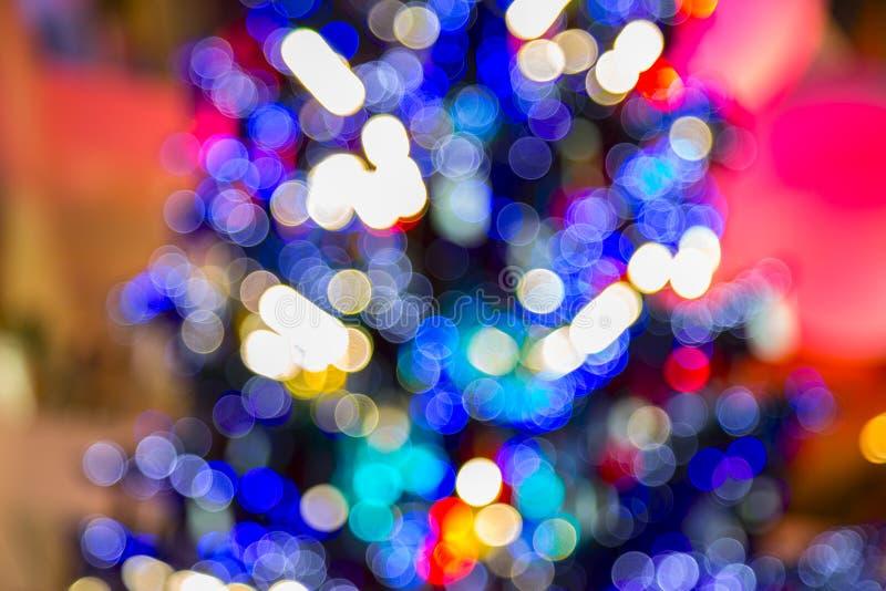 Gör suddig ljus beröm på julträdet, colorfu för lyckligt nytt år royaltyfri fotografi